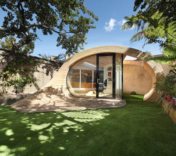 Unconventionally-brilliant-garden-office-2